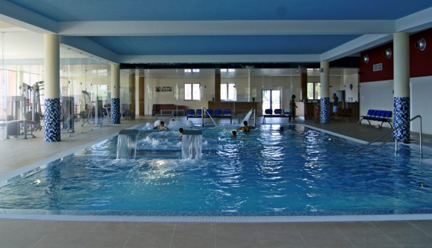 במלון וספא פאלאס - טרמאס דה סאו מיגל הממוקם למרגלות סרה דה אסטרלה, בפורנוס דה אלגודרס, יש בו 130 חדרים, 17 סוויטות, מסעדה ו